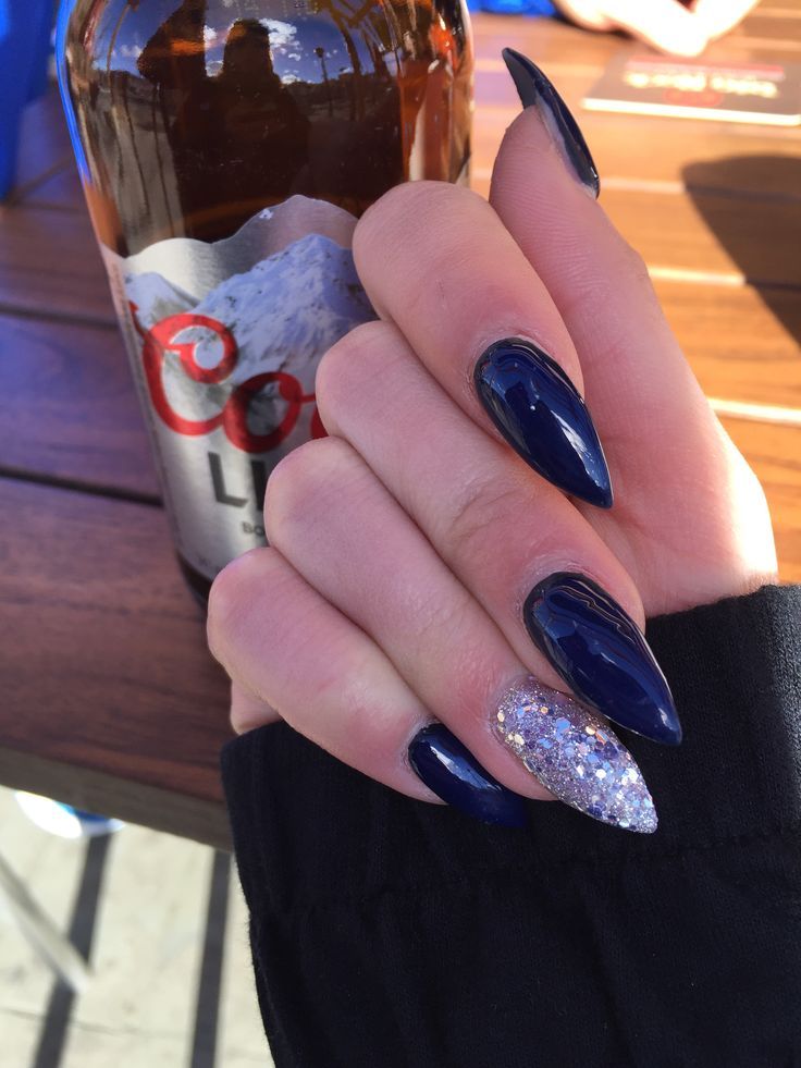 A Set Of Navy Blue And Sparkle Stiletto Nails Prom Nails Silver Navy And Silver Nails