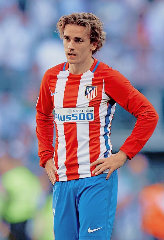 Atletico Madrid's forward Antoine Griezmann during La Liga match against Real Madrid at Estadio Santiago Bernabeu on April 8, 2017 in Madrid, Spain