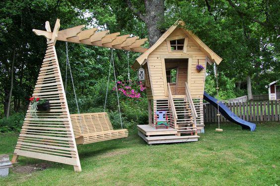 Csas der modernen Kinderspiele für Kinder mit Holz in Schatten rein und Spiele
