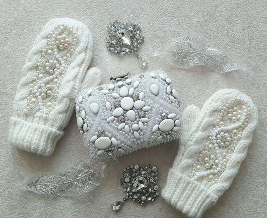 Wedding beaded mittens | Одежда и аксессуары ручной работы. Свадебные варежки расшитые брошами, бисером и бусинками. Белые варежки. Брошь букеты от Рознер Юлии. Ярмарка Мастеров.