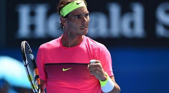 După eliminarea de la Doha, în faţa germanului Michael Berrer în chiar primul tur, Rafa Nadal (28 de ani) a izbutit prima sa victorie în anul 2015 în turul inaugural al Australian Open. Spaniolul s-a impus în 3 seturi 6-3, 6-2, 6-2 în faţa lui Mikhail Youzhny (32 de ani), într-o partidă