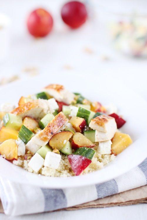 Salade de semoule au poulet, nectarine, concombre et feta