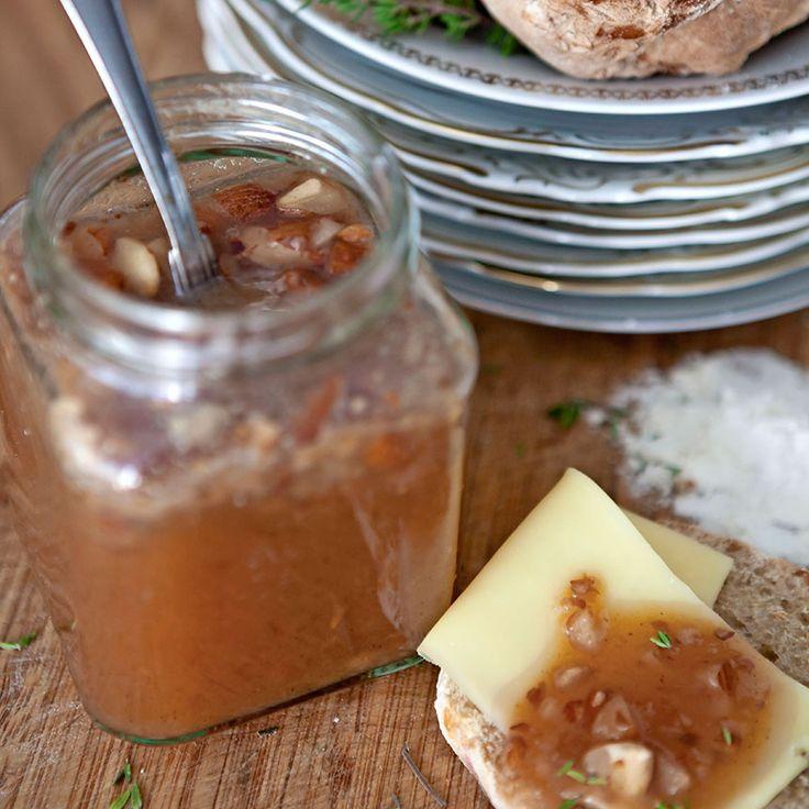 Plommonmarmelad kryddad med anis och kanel.