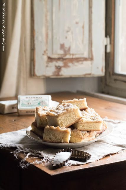 Streuselkuchen mit Sahneguss - ein absoluter Klassiker aus Omas Zeiten. Dieses Rezept darf in keiner Sammlung fehlen. Super auch zum Einfrieren