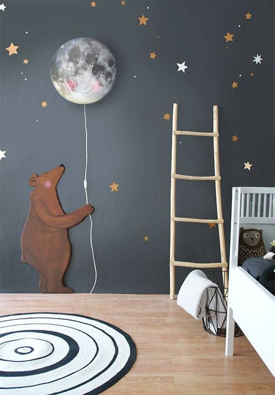 Sleepy Moon smiles all night because she knows what is hidden behind her lovely face!  Once you switch on the lamp at dark, you can help Bear, Fox and Deer help counting the thousand stars! Or are there even more? Available at www.hartendief.com for 59,95 euro. #moon #smile #bear #deer #owl #fox #kids #sleepy #nursery #new #walllamp #nurserydecor #interior #lamp #hartendief #hartendieftips #sleepymoon