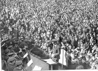 PH 13785. Royal New Zealand Air Force Band recital Como Park, September 22, 1945