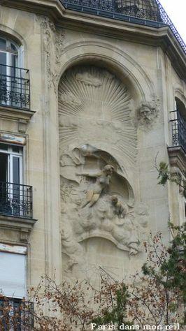 représentation allégorique du Temps .sculpteur Jules Louis Rispal.18, rue Perée. Paris 3e