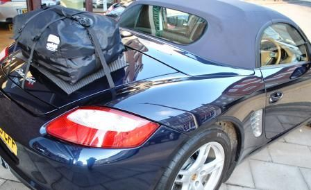 Die Alternative zu einem Gepäckträger für Porsche Boxster.Hinzufügen von Wasserdicht 50 Liter Gepäckraum