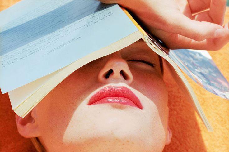 Ver weg in een boek: tien boekenliefhebbers selecteren elk hun drie favorieten