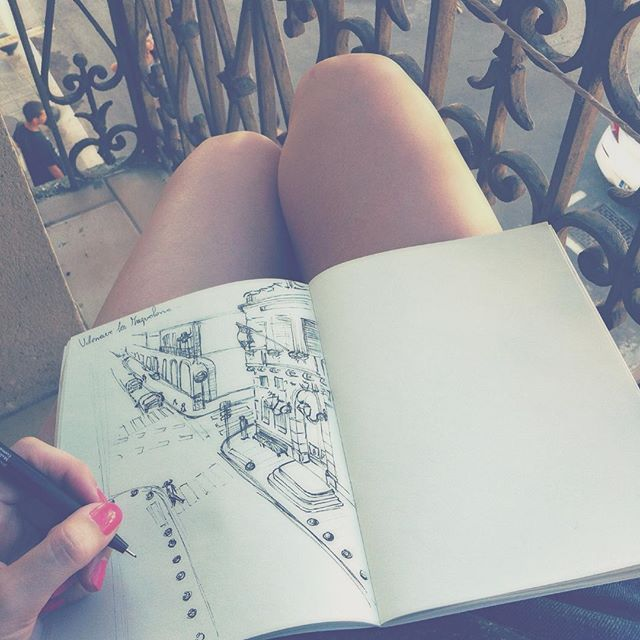 Petit croquis sur la terrasse ☺️☀️✏️ #sun #summer #sketch #croquis #draw #drawn #drawing #vsco #vscocam #book #art #city #france