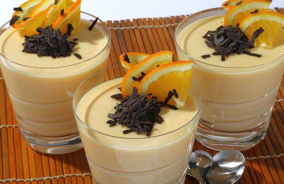 Παρασκευάζετε και τους 2 φακέλους Φρουί Ζελέ με γεύση Πορτοκάλι ΓΙΩΤΗΣ σύμφωνα με τις οδηγίες παρασκευής, χρησιμοποιώντας χυμό πορτοκάλι αντί για νερό. Προσθέτετε στο έτοιμο...
