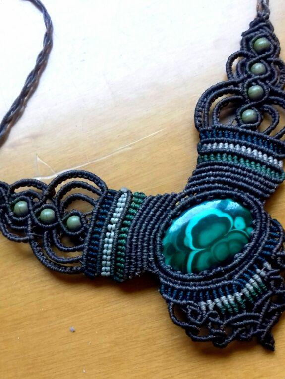 macrame,macrame necklace,macrame creation,handmade creation,handmade jewelry,malachite,semi-precious stone,boho jewelry,bohemian fashion