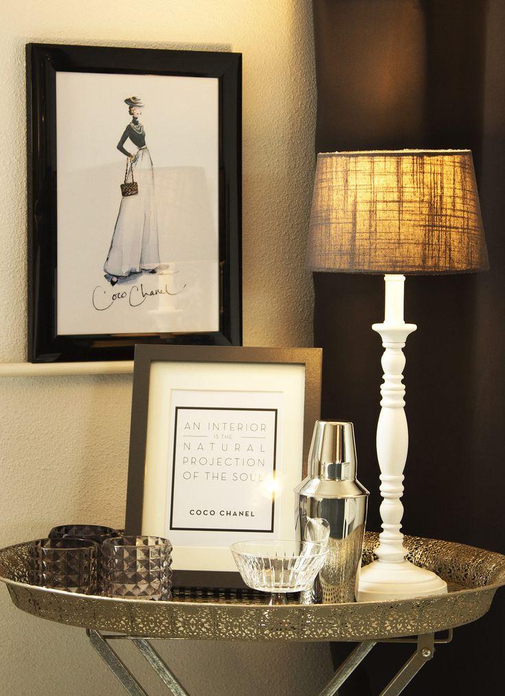 Chanel inspired bedroom for Fashionista! Dienblad Xenos, Lijstjes Ikea, Schemerlampje Kwantum, Coctailshaker Laura Ashley UK.
