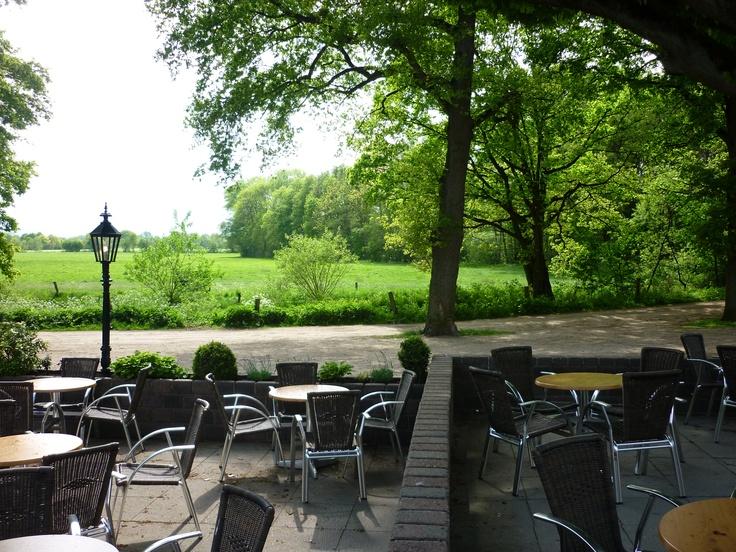 Prachtig uitzicht en als u geluk hebt, laten de reeën zich ook nog even zien. www.lutterzand.nl