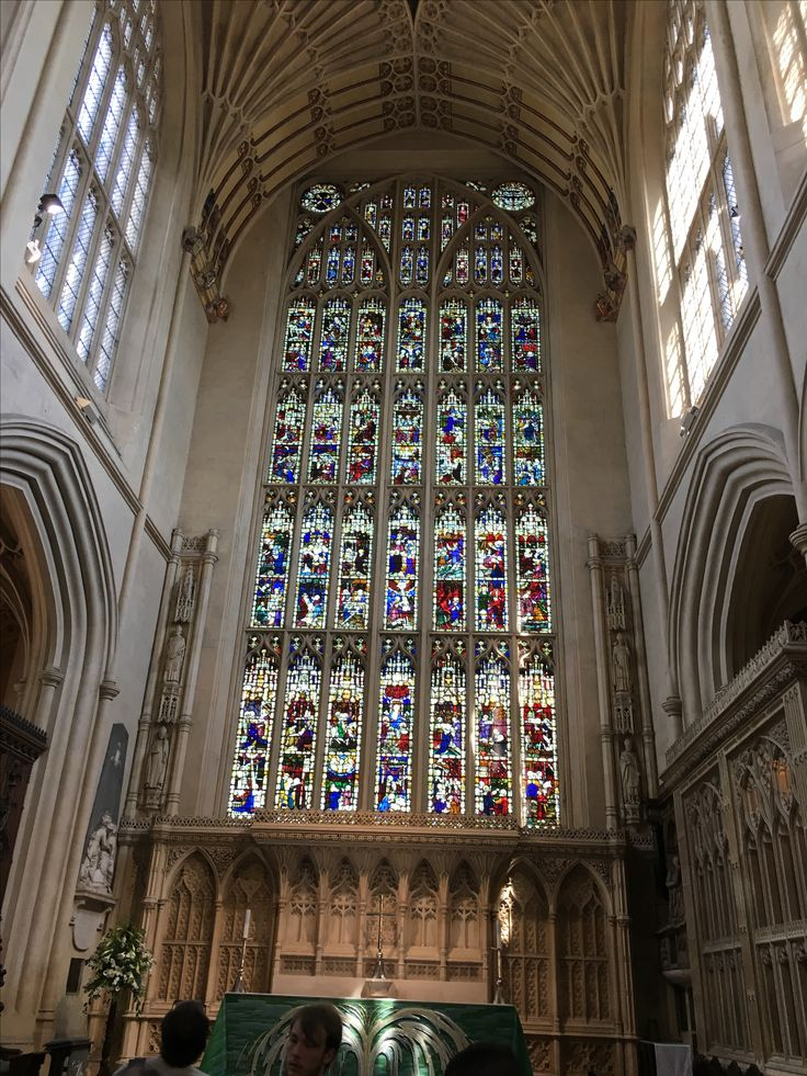 Bath Abbey was founded in the 7th century and rebuilt in the 12th and 16th centuries; major restoration work was carried out in the 1860s. #bath #bathabbey