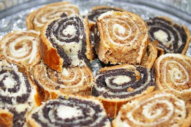 Acest tip de prăjitură festivă ce se prepară la orice sărbătoare, se regăsește în bucătăriile din întreg spațiul central-est european și adeseori slovacii, maghiarii, polonezii, nemții și alte neam…