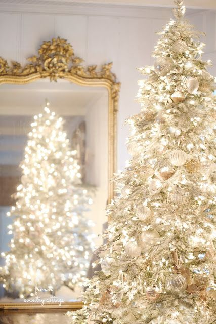 Best 25 elegant christmas decor ideas on pinterest for White and gold tree decorations
