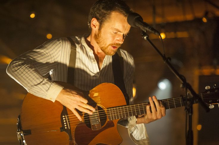 Damien Rice. Why am i just hearing this man's music?!