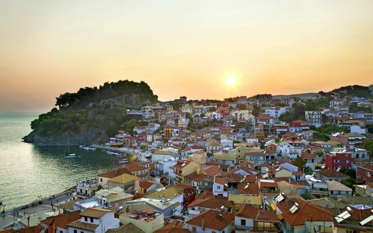 Rejs til Parga i Grækenland på sommerferie og nyd de smukkeste solnedgange. Se mere på http://www.apollorejser.dk/rejser/europa/graekenland/parga-ammoudia-og-sivota/parga
