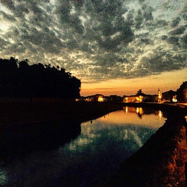 Una bella serata di musica, un'alba che mi da il bentornato a casa... #adhocband #enjoy #live #music #rock #alba #stra #Venezia