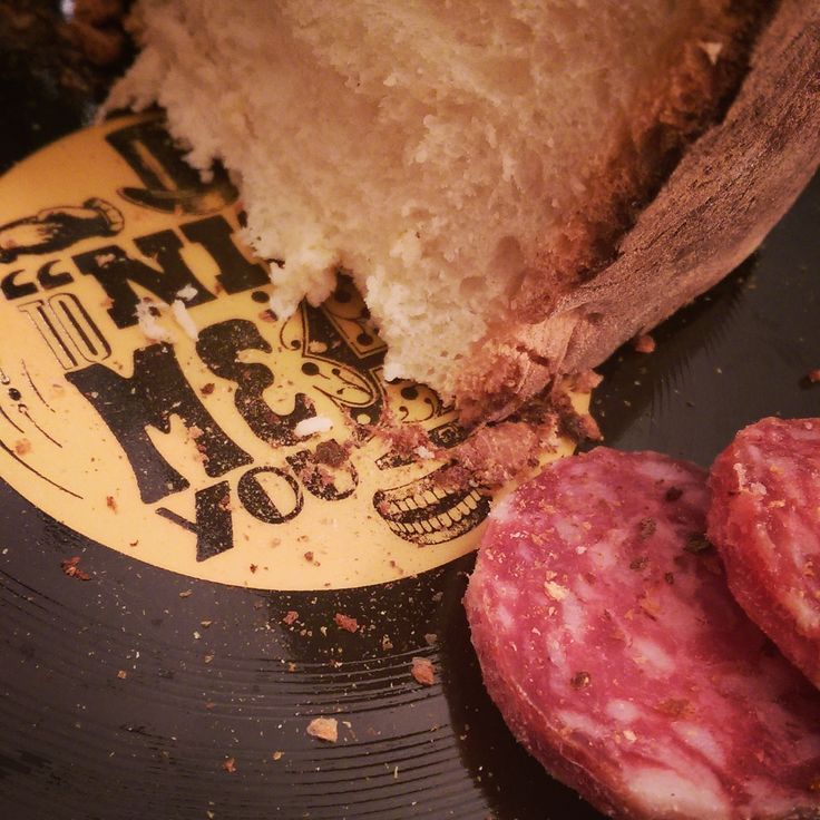 Pane e salame! The classic combination of bread and salami on Longplate porcelain vinyl plate. Nice to meat you design