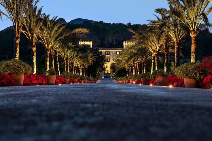 Arriving at sunset ... the perfect entrance to Castell Son Claret