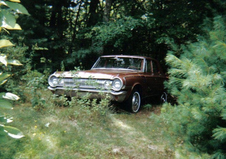 Goldeneagle è un'auto del 1964 e si dice che sia posseduta. Vi sono infatti molti omicidi legati all'auto, proprio come Christine, la macchina infernale.