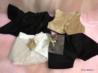 Lサイズのタキシード(ブラック)は、シャツとベスト、ズボンとジャケット、そして赤いバラのブートニアもついています。