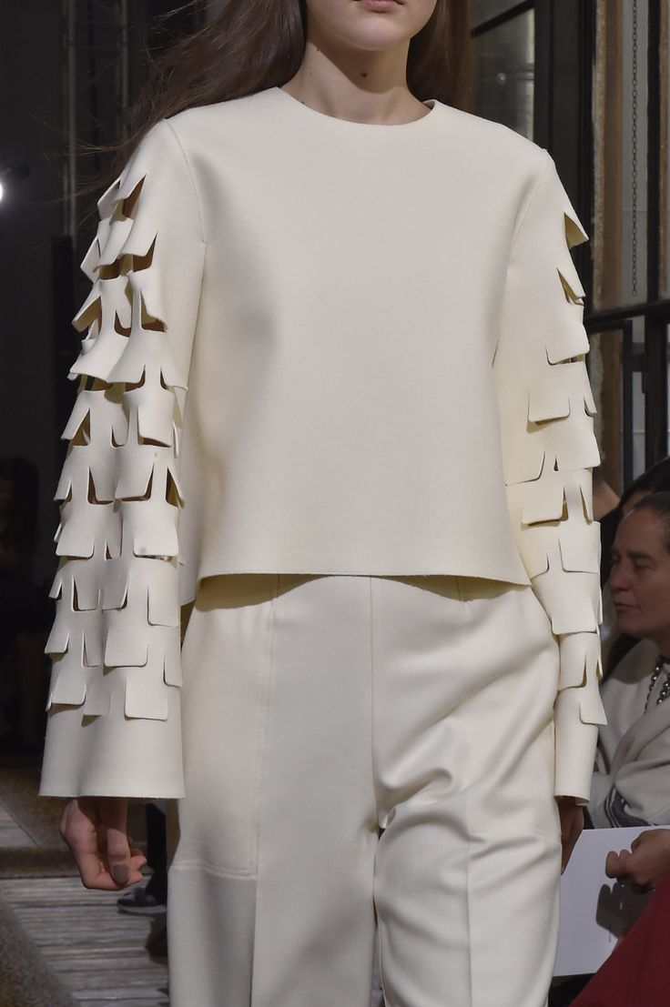 Minimalist tailoring with textured sleeve detail; runway fashion details // Maison  Rabih Kayrouz A