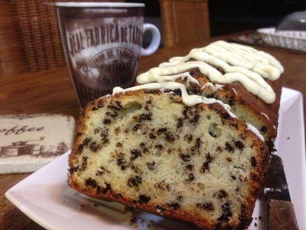Κέικ με τρούφα και γλάσο λευκής σοκολάτας