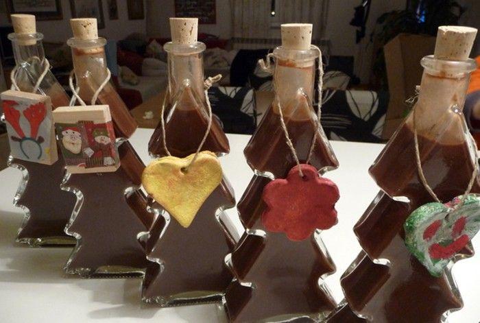 Doma vyrobený čokoládový likér, kterým můžete nabídnout své hosty. Lahodná chuť!