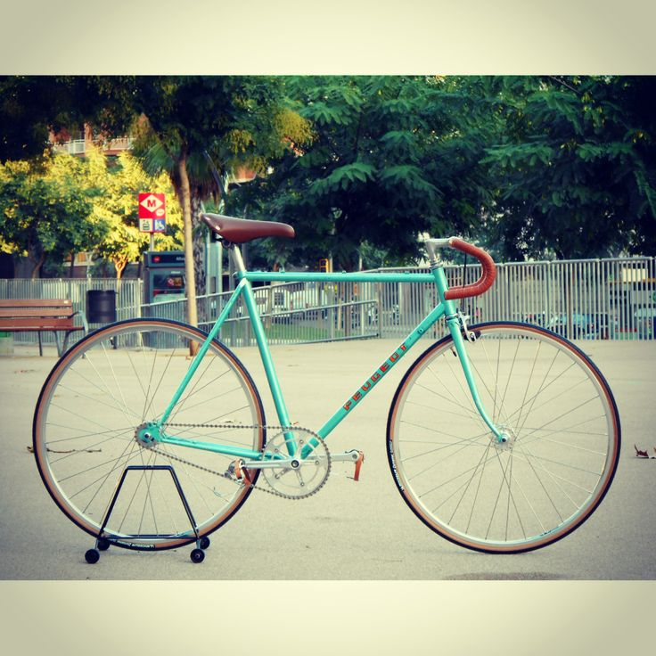 Vintage bicycle-Peugeot road bike Fixie-track-fixed gear ...