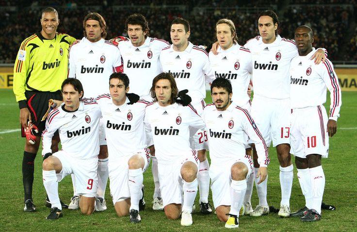MILAN CAMPEÃO DO MUNDO EM 2007: Em pé: Dida, Maldini, Kaladze, Bonera, Ambrosini, Nesta e Seedorf; Agachados: Inzaghi, Kaká, Pirlo e Gattuso