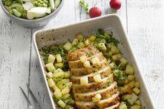 Een gehaktbroodje kan je ook perfect met kippengehakt maken, verrassend lekker! Serveer er aardappelen uit de oven bij. Lekker met een frisse gemengde...