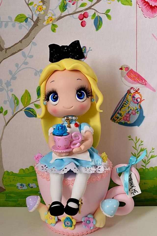 Alice Na Xicara Em Biscuit Modelada E Pintura Feito A Ma