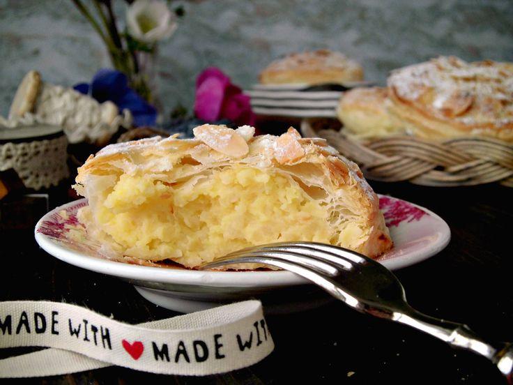 La pantxineta alle mandorle è un dolce tipico dei Paesi Baschi . E' composto da una piccola tortina di pasta sfoglia riempita con una densa crema pasticcera