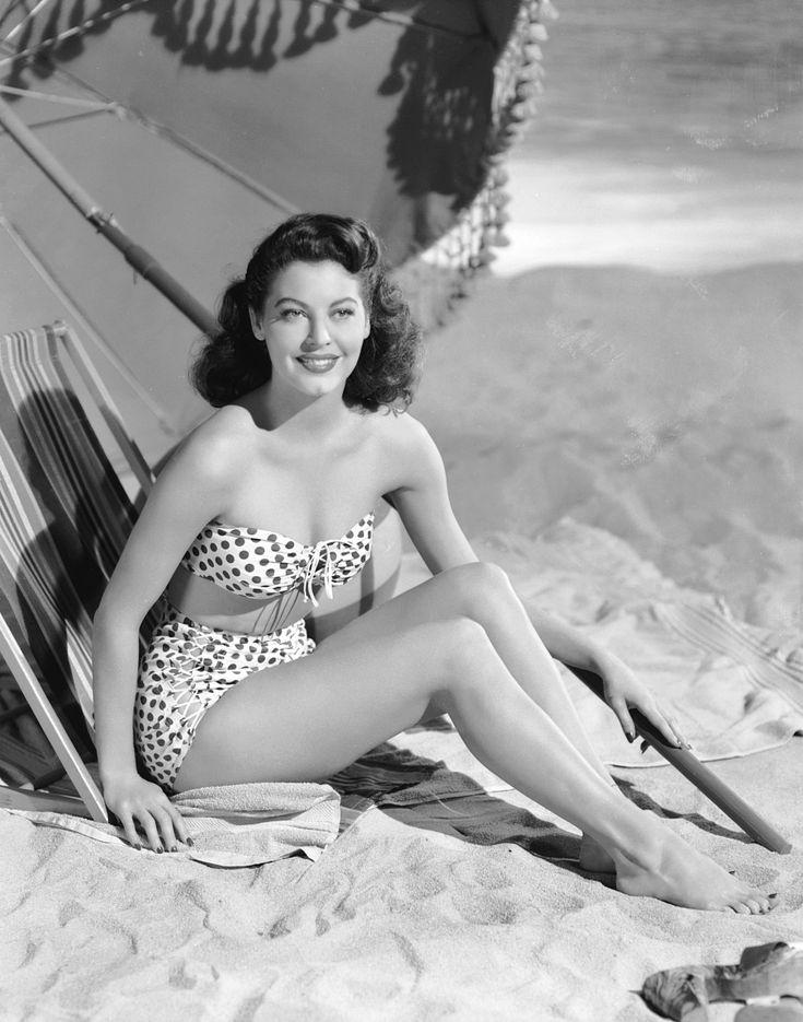 Ava Gardner, 1944
