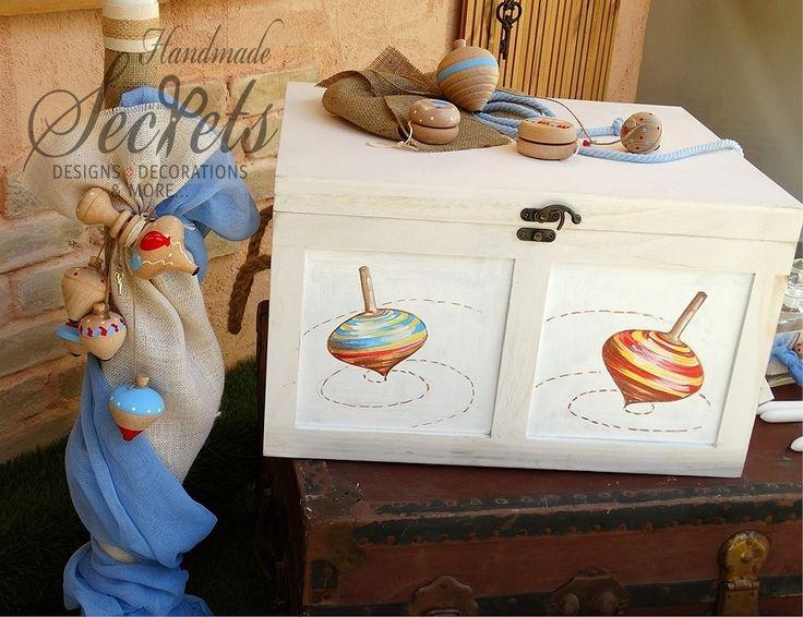 κουτί βάπτισης με σβούρες ζωγραφισμένες στο χέρι λαμπάδα με σβούρες,λαδοσέτ, λαδόπανα, μαρτυρικά, μπομπονιέρες γάμου, μπομπονιέρες βάπτισης, Χειροποίητες μπομπονιέρες γάμου, Χειροποίητες μπομπονιέρες βάπτισης