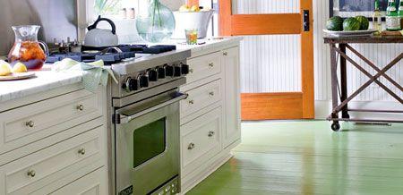 Piso de cozinha colorido pintado com tinta de madeira - tutorial , como fazer