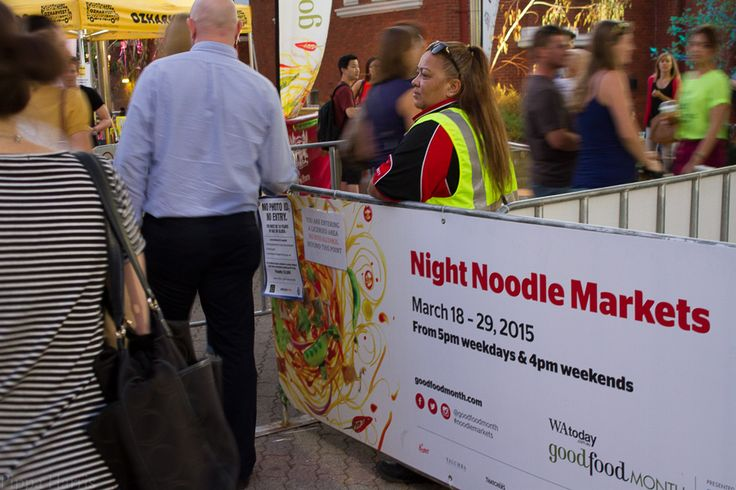 Night Noodle Markets: Manual ISO 800 f/5.6 1/10 32mm