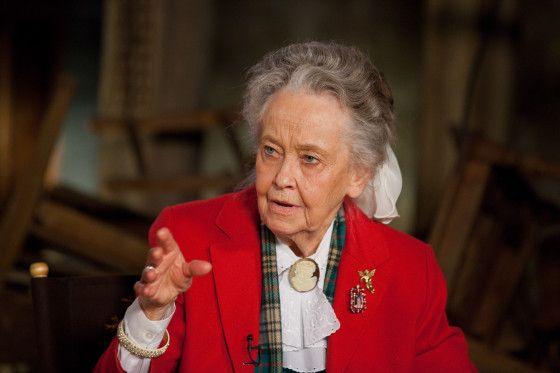 Vera Farmiga and Lorraine Warren Talk THE CONJURING | Collider