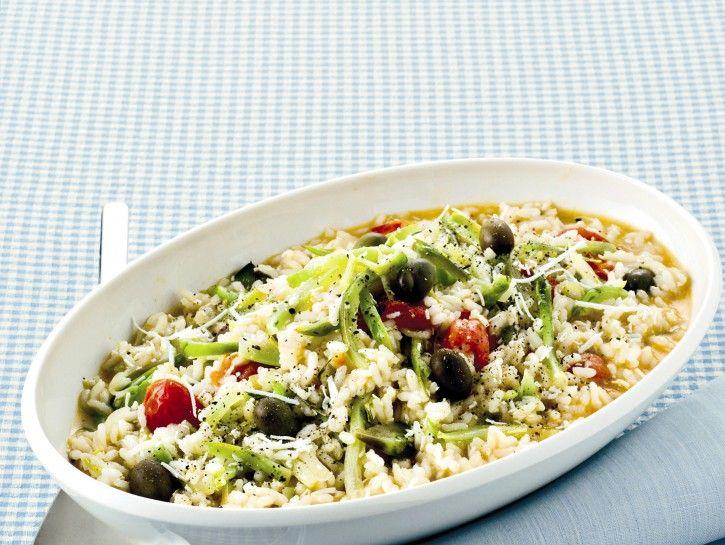 RISOTTO CON PUNTARELLE, RICOTTA AFFUMICATA E OLIVE: Per 4 persone: 280 gr. riso, mezza cipolla, brodo, vino bianco, 350 gr. puntarelle, aglio, 12 olive (2 grassi), gr. 120 ricotta affumicata. PORZIONI WW a persona: 2 carb. scuri, 1/2 proteina, 1/2 grasso