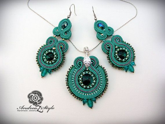 Hand embroided elegant soutache pendant and earrings