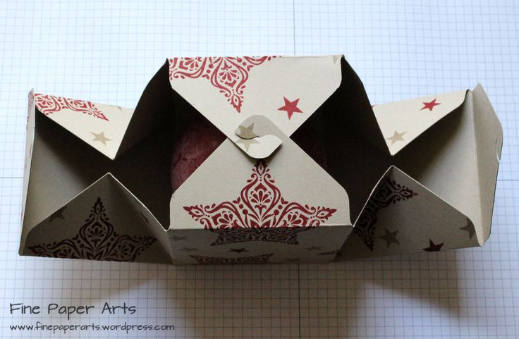 GESCHENKBOX KUGELKERZE - mit dem Stanz- und Falzbrett für Geschenkschachteln Eigentlich wollte ich Euch schon vor ein paar Tagen diese weihnachtliche Geschenkverpackung zeigen...ich bin aber leider...