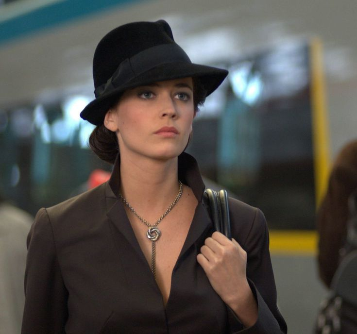 Eva Green (Casino Royale - 2006) ~ Really loving this hat!