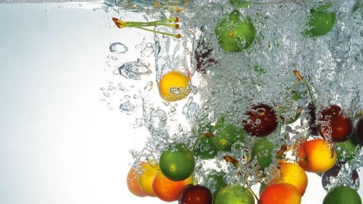 Fruits in water wallpaper