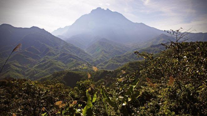 Pemandangan Indah Gunung Kinabalu Menyibak Keindahan Alam Kalimantan Yang Terekam Hampir 50 Tahun Lalu 8 Puncak Gunung Terti Di 2020 Pemandangan Bepergian Danau Toba