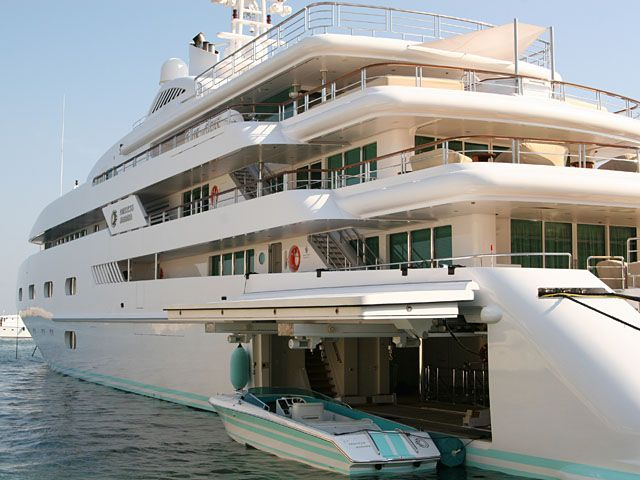 mega yachts at sea | Billionaires Buy Bragging Rights With Giant Super Yachts | …