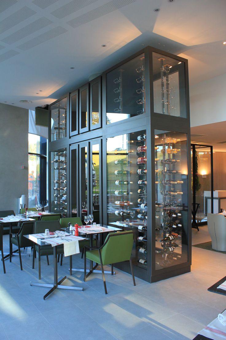Cave à vin vitrée sur mesure Provintech - Vinotéca - Pullman Paris Roissy  - Cave à vin de luxe