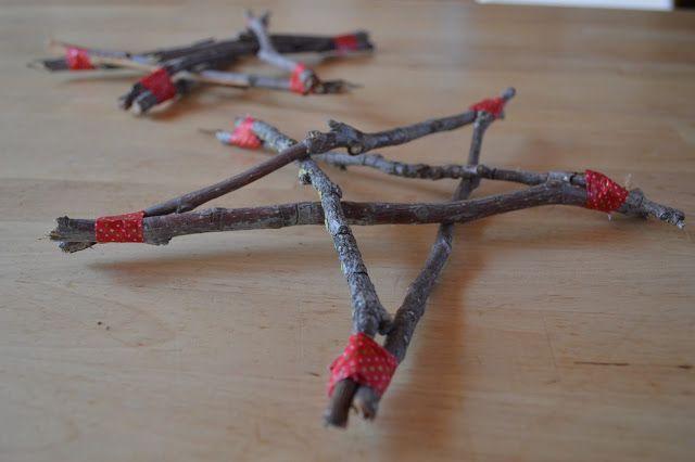 Estrella de navidad hecha con ramas